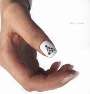 Стильные ногти с покрытием