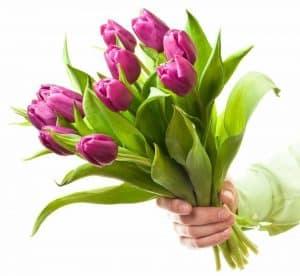 Дарим букет цветов всем нашим гостям на 8 марта